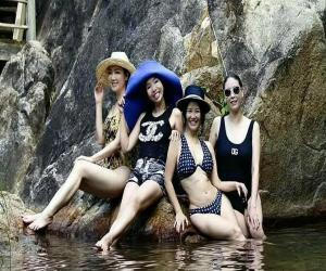 anh-sao-20-2-hong-nhung-dien-bikini-khoe-body-tuoi-50